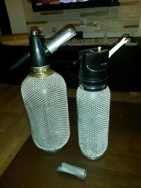 Daruji šlehačkovou sifonovou láhev - Obrázek č. 1