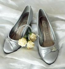 Krásné botky k původním - bílým šatům.... změna je život.