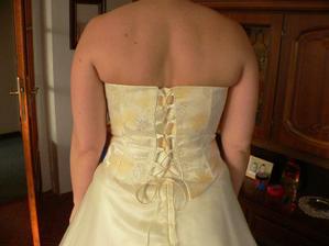 První zkouška svatebních šatů - 3 měsíce před termínem svatby....