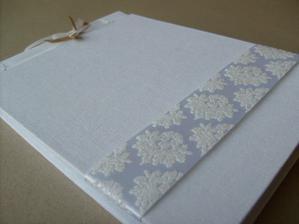 Svatební kniha hostů - nejspíš bude tato, ale v červené