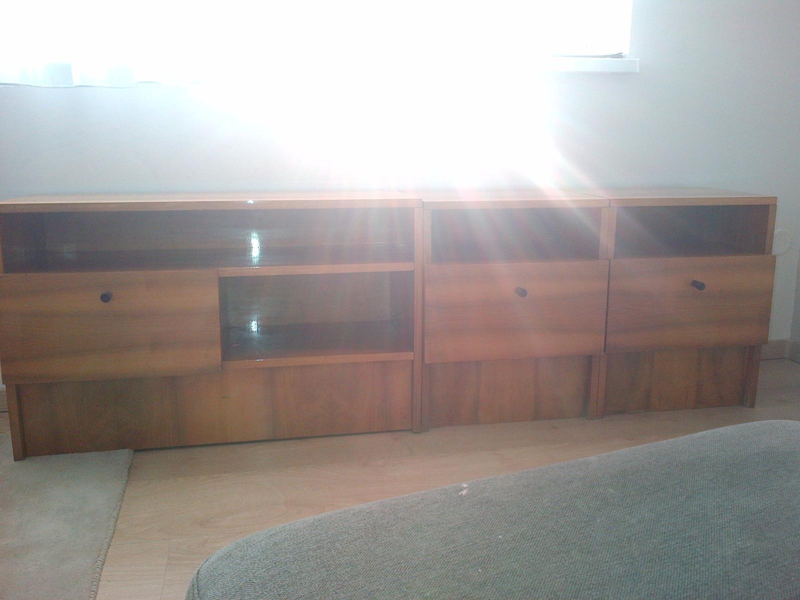 skrinka a nočné stolíky - Obrázok č. 2