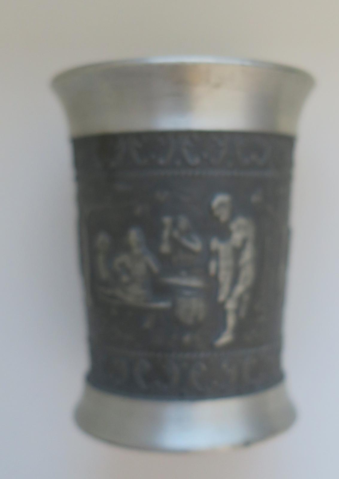 Cínový pohár na hádzanie kociek - Obrázok č. 1