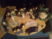 ozdoby,dekorácie a kytica s pierkom,