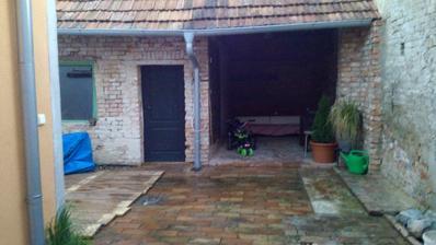 Po rekonstrukci domečku bude na řadě rekonstrukce zahradního pidi domecku s posezením uz se na ty letní večery těším :)