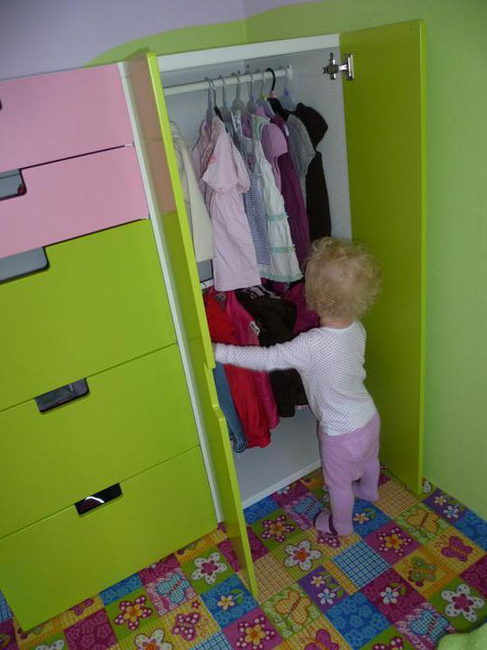 Dětský pokojík pro naší Karolínku :o) - Kajča už úřaduje :o)