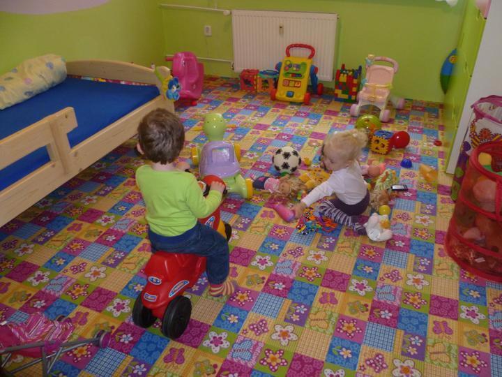 Dětský pokojík pro naší Karolínku :o) - z herny pomalinku vzniká pokojíček :)