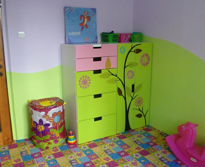 Dětský pokojík pro naší Karolínku :o) - Konečně stromeček :)