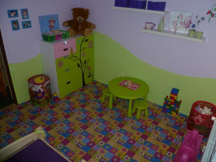 Dětský pokojík pro naší Karolínku :o) - A do jara se snad dočkáme i knihovny :)))