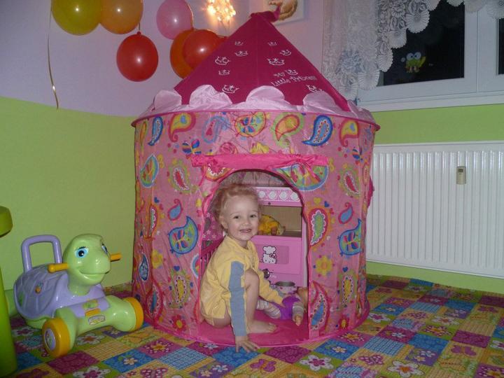 Dětský pokojík pro naší Karolínku :o) - spokojenost  :-)