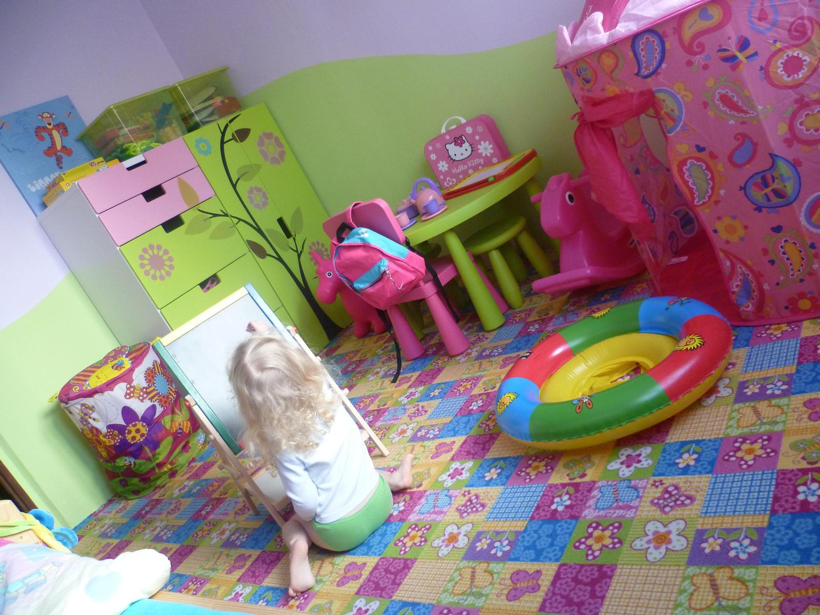 Dětský pokojík pro naší Karolínku :o) - :-)