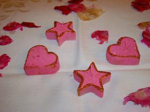Svíšišky třpytivé, růžové svítící, když je zapálíte :o) Jsem cvok co ? Muhaha
