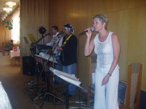 Muzikanti na svatební hostině ... Byli SUPER !!!