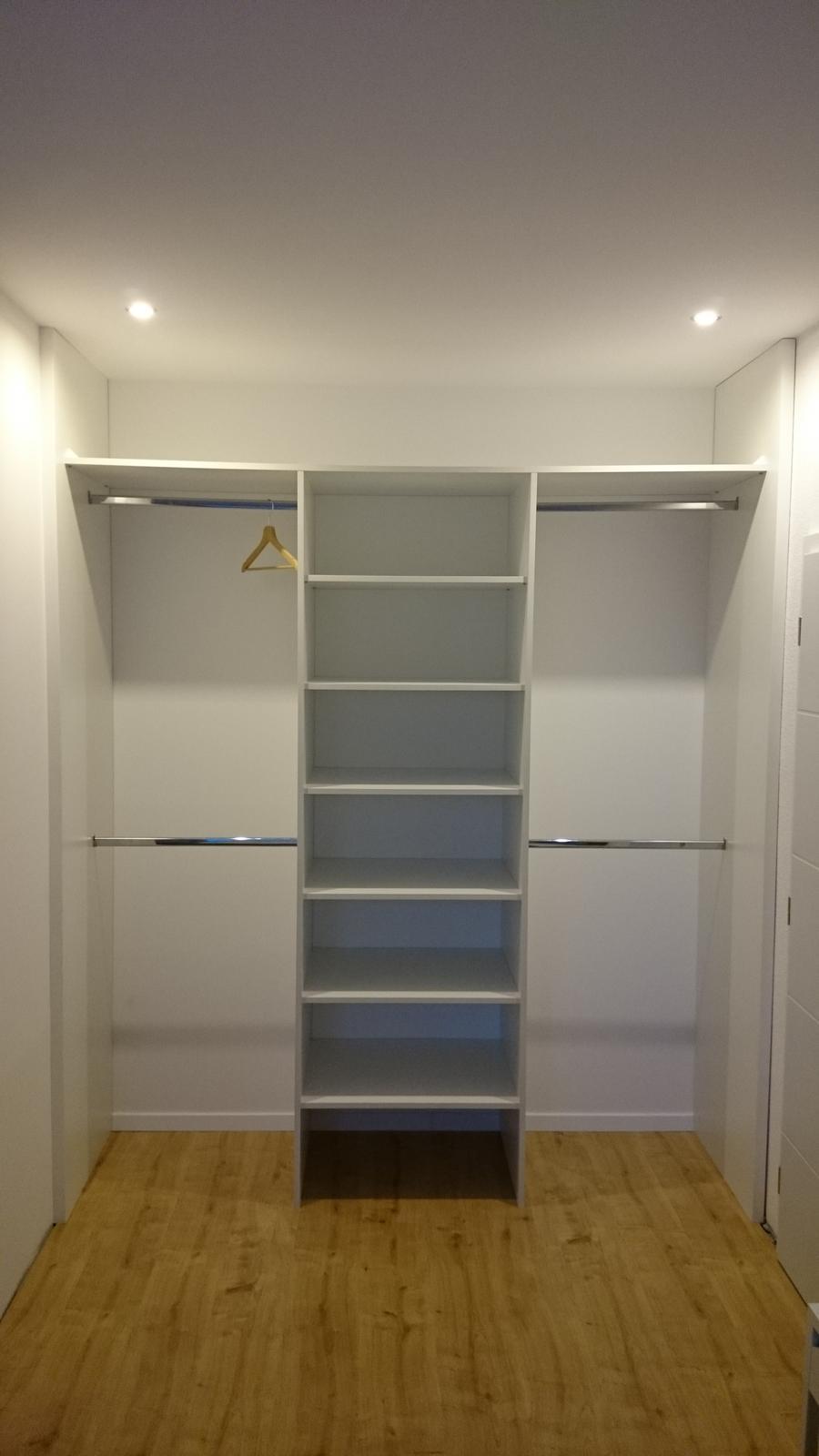 InTeRiEr -  ExTeRiEr - Spalnove skrine, dvere pridu neskor. Neviem ake dvere ci lacobel alebo nieco ine???