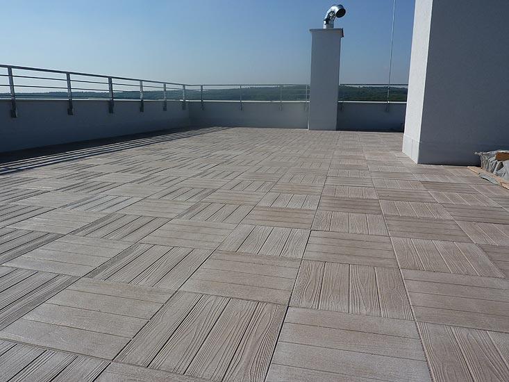 InTeRiEr -  ExTeRiEr - Takto by mala vypadat nova terasa, akurat dlazdice bduu ukladane v smere.