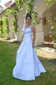 Luxusní svatební šaty s 3D aplikacemi - půjčení, 36