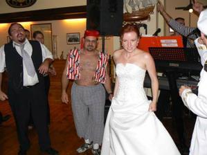 nevěstu málem zajal pirát