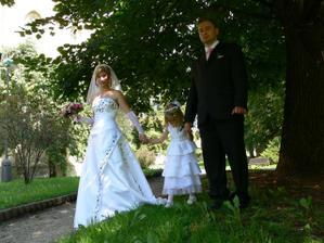 procházka s manželem a dcerou