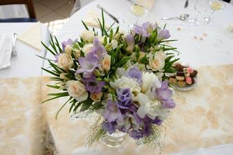 Moje kytička a kytičky maminek se vešly do jedné vázy a dohromady vypadaly taky hezky