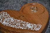 Dřevěné srdíčko pod prstýnky,