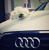 Uměla kytice na auto,