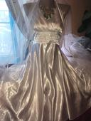 popůlnoční svatební šaty z Itálie,