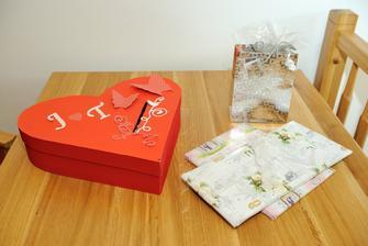 Krabice na přání a pár dárečků.