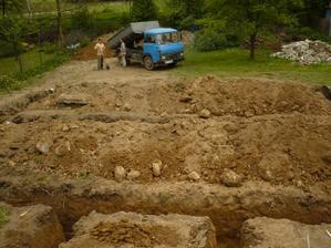základy vykopané - pôdorys 12 x 9