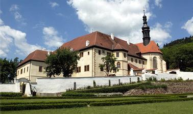 Františkánský klášter Kadaň - sem se půjdeme fotit