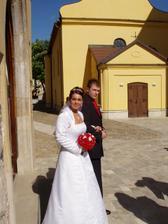 ... pred kostolom ....