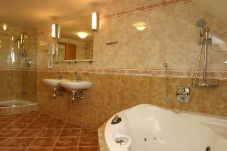 A tohle je koupelna v krásném apartmá...