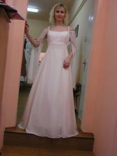 Tyto šaty jsem zkoušela v salonu Nevěsta (sice jsem se v tom cítila docela příjemně, ale jako v noční košilce ;-) Na mě moc jednoduché.