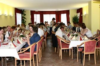 A takhle vypadala svatební hostina :-)