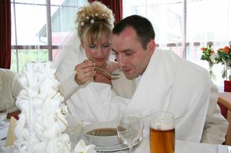 Společné krmení se svatební knedlíčkovou polévkou  ;-)