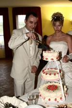 Krájení svatebního dortu :-)