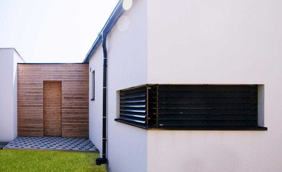Ako sa žije v energeticky pasívnej drevostavbe - V lete stačí, keď sklopia vonkajšie žalúzie a dom si udržiava stabilnú príjemnú teplotu. Tak to bolo aj keď bolo vonku 36°C.