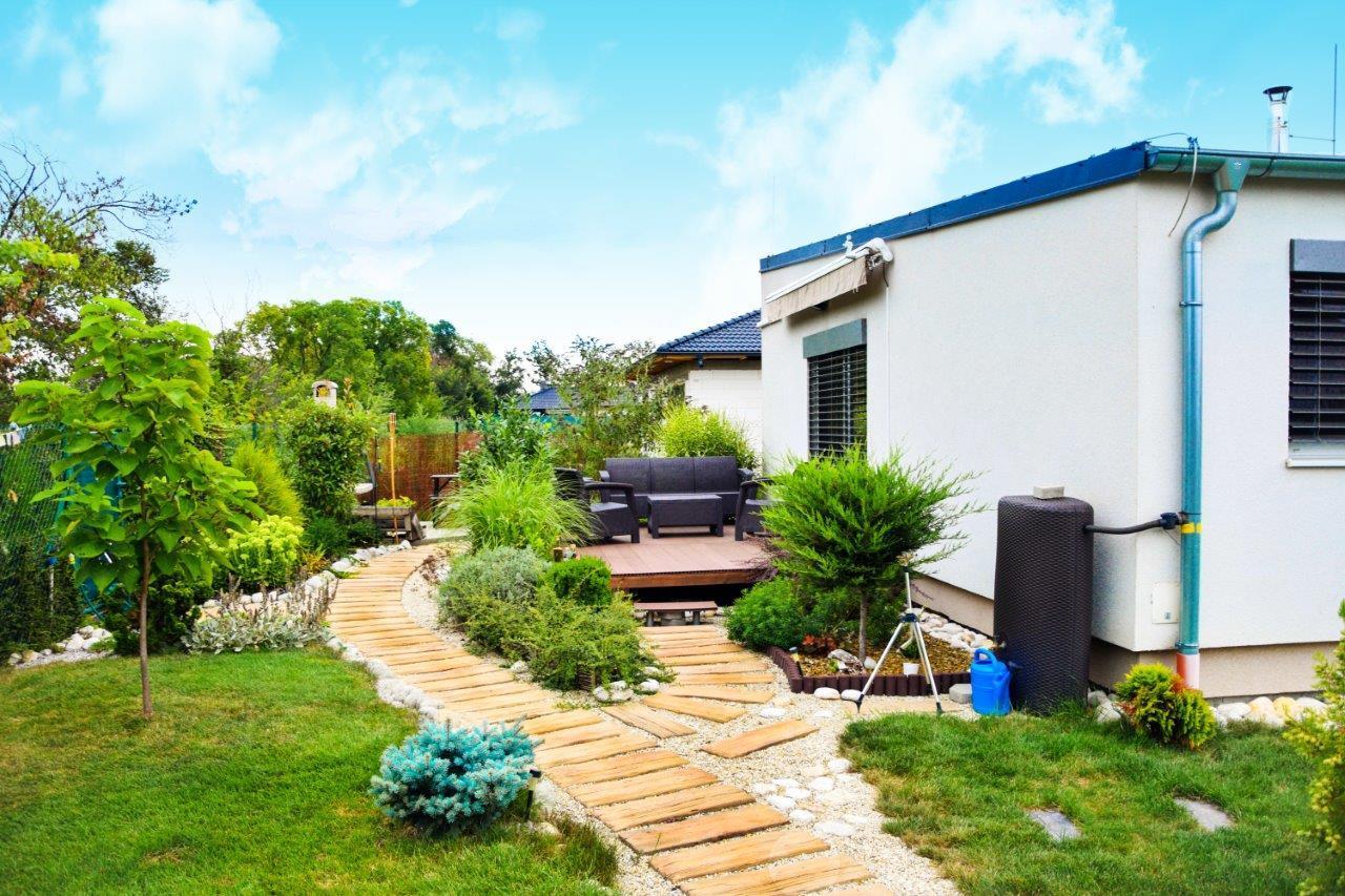 Dom, ktorý je využitý naplno - Tým, že je celá stavba kompaktná, jednoduchého tvaru bez členitej dispozície, stačí jedna klimatizačná jednotka pre celý dom.