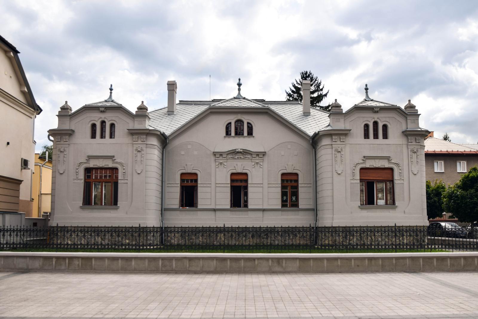 Kultúrna pamiatka v Martine vyzerá ako nová, zachránila ju aj fúkaná izolácia - V prenajatej Kohútovskej vile v súčasnosti sídli sanatórium pre deti s chorým pohybovým ústrojenstvom.