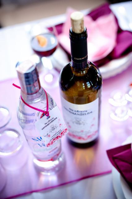 A party sa moze zacat :) - Tu uz na Svadobnych stoloch...