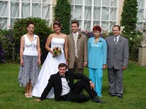 novomanželé a sourozenci