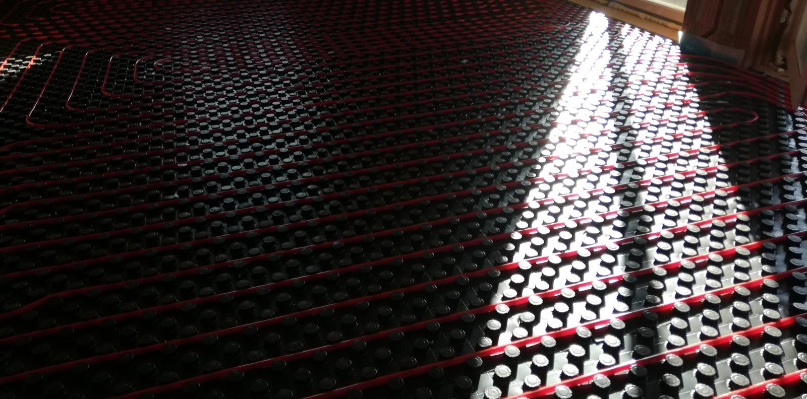 Teplovodné podlahové kúrenie v RD Jelenec - Obrázok č. 2