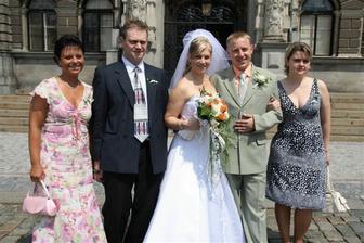 s bráchou,manželem,svědkyní a kamarádkou