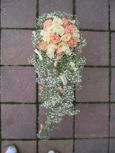 kytičku určitě z růžiček
