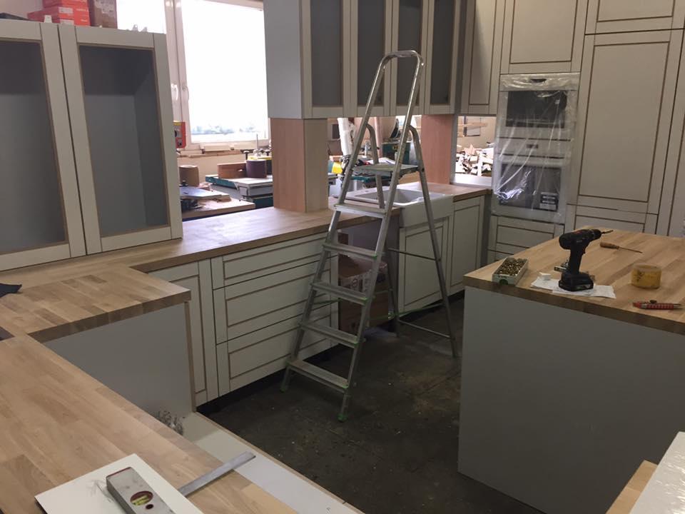 Vidiecka kuchyňa šedá - výroba, montáž a finálne osadenie - Obrázok č. 2
