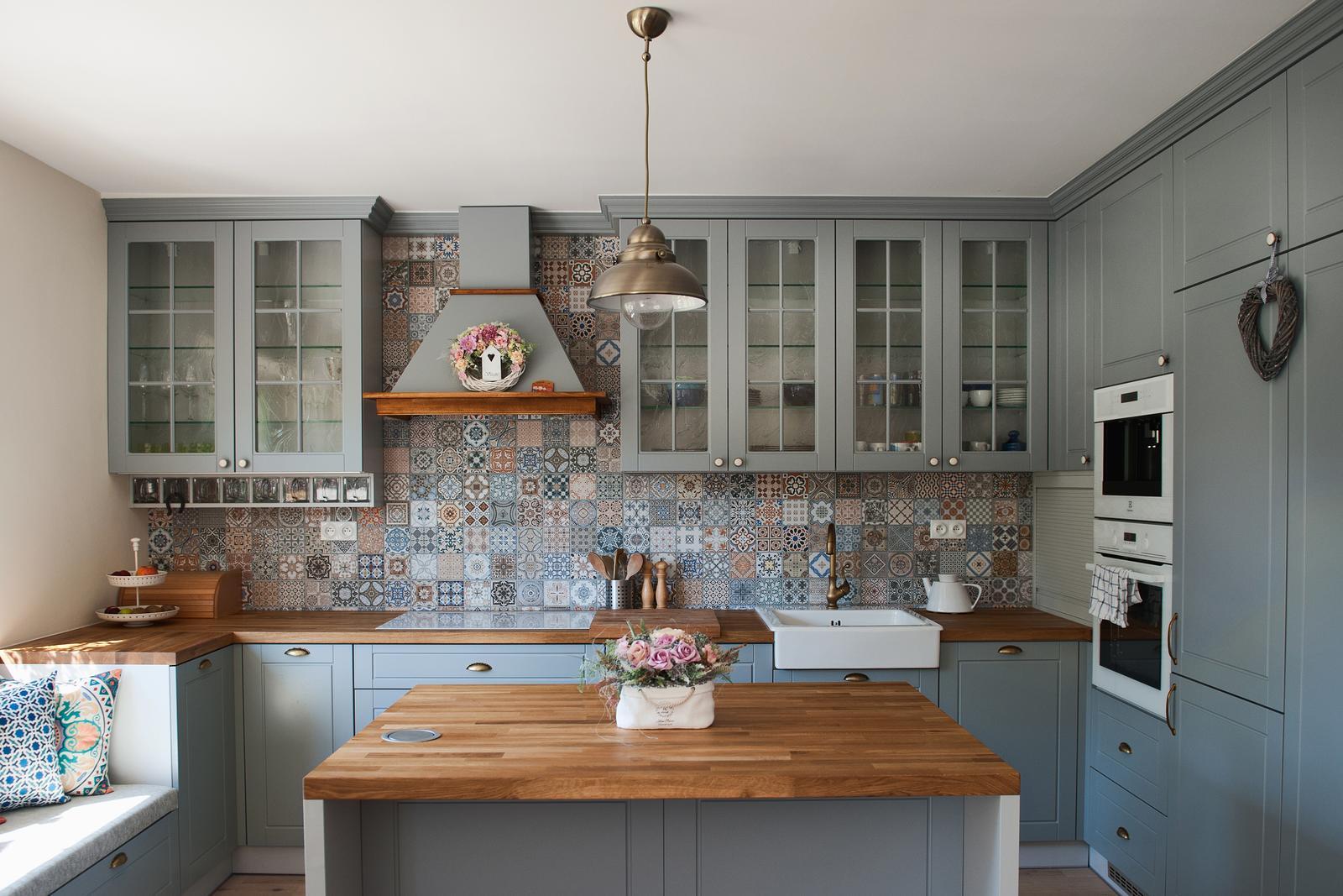 Vidiecka kuchyňa šedá - výroba, montáž a finálne osadenie - Obrázok č. 5