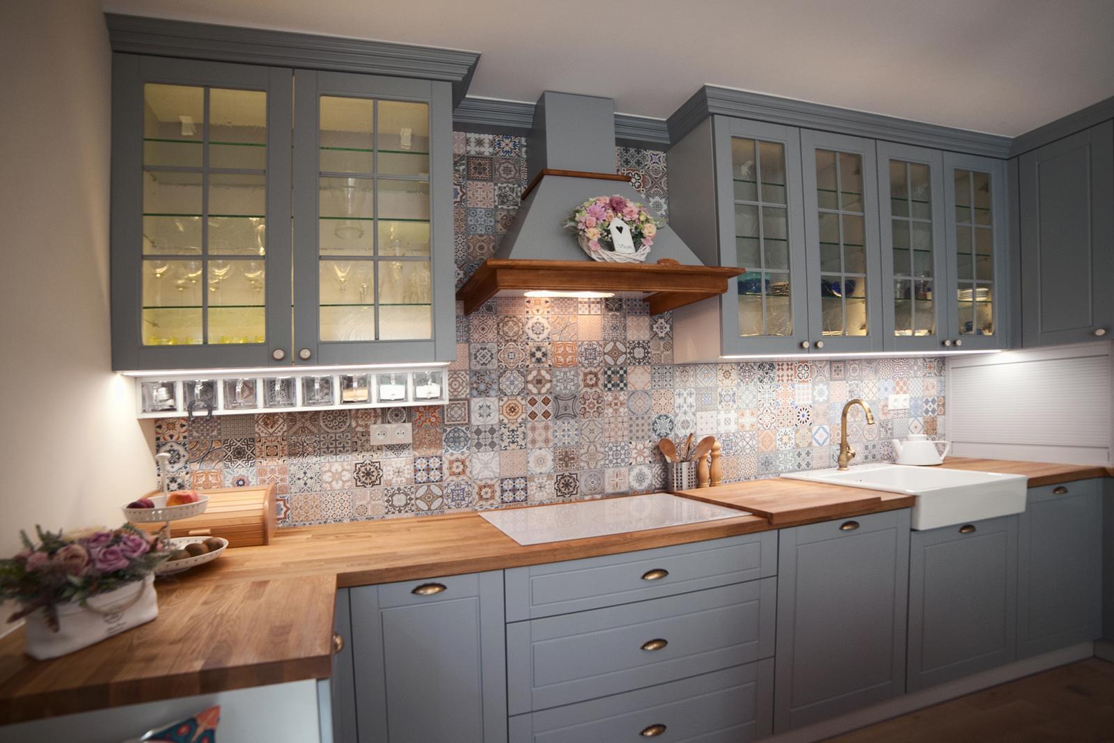 Vidiecka kuchyňa šedá - výroba, montáž a finálne osadenie - Obrázok č. 7