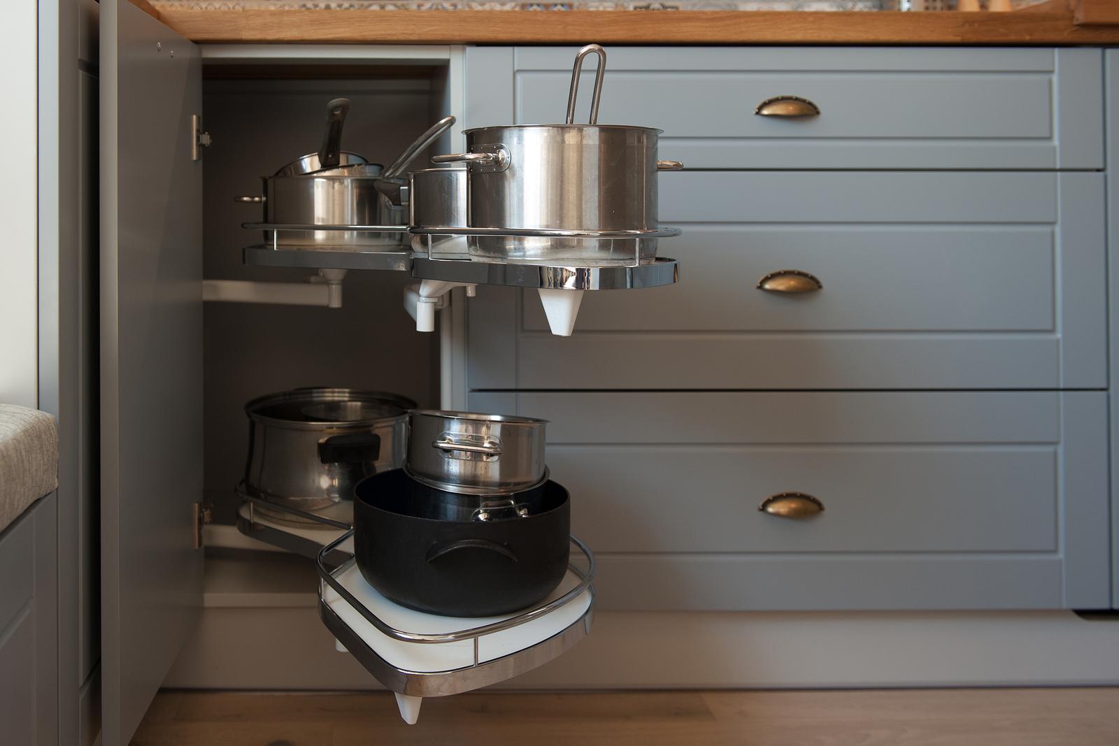 Vidiecka kuchyňa šedá - výroba, montáž a finálne osadenie - Obrázok č. 12