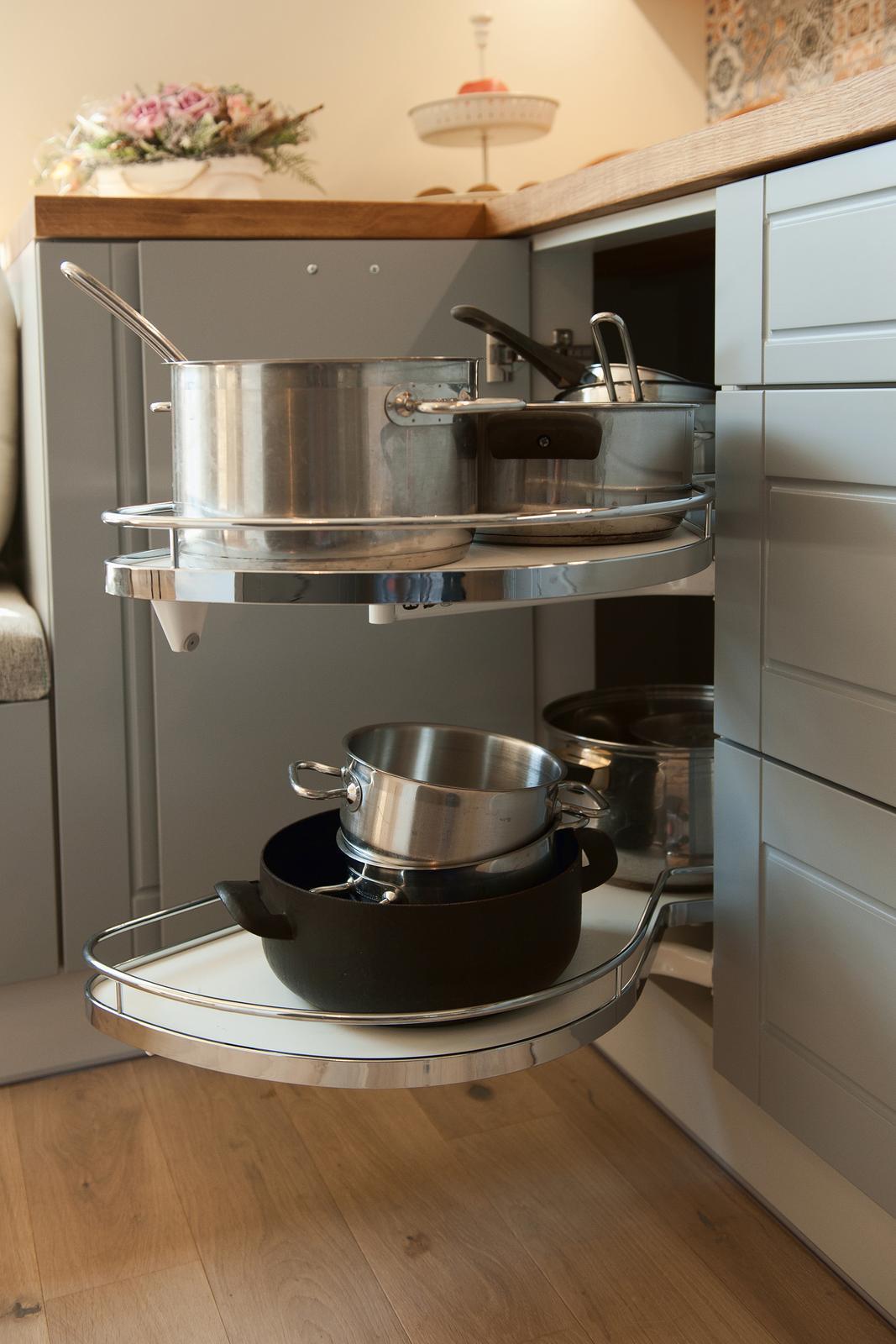 Vidiecka kuchyňa šedá - výroba, montáž a finálne osadenie - Obrázok č. 13