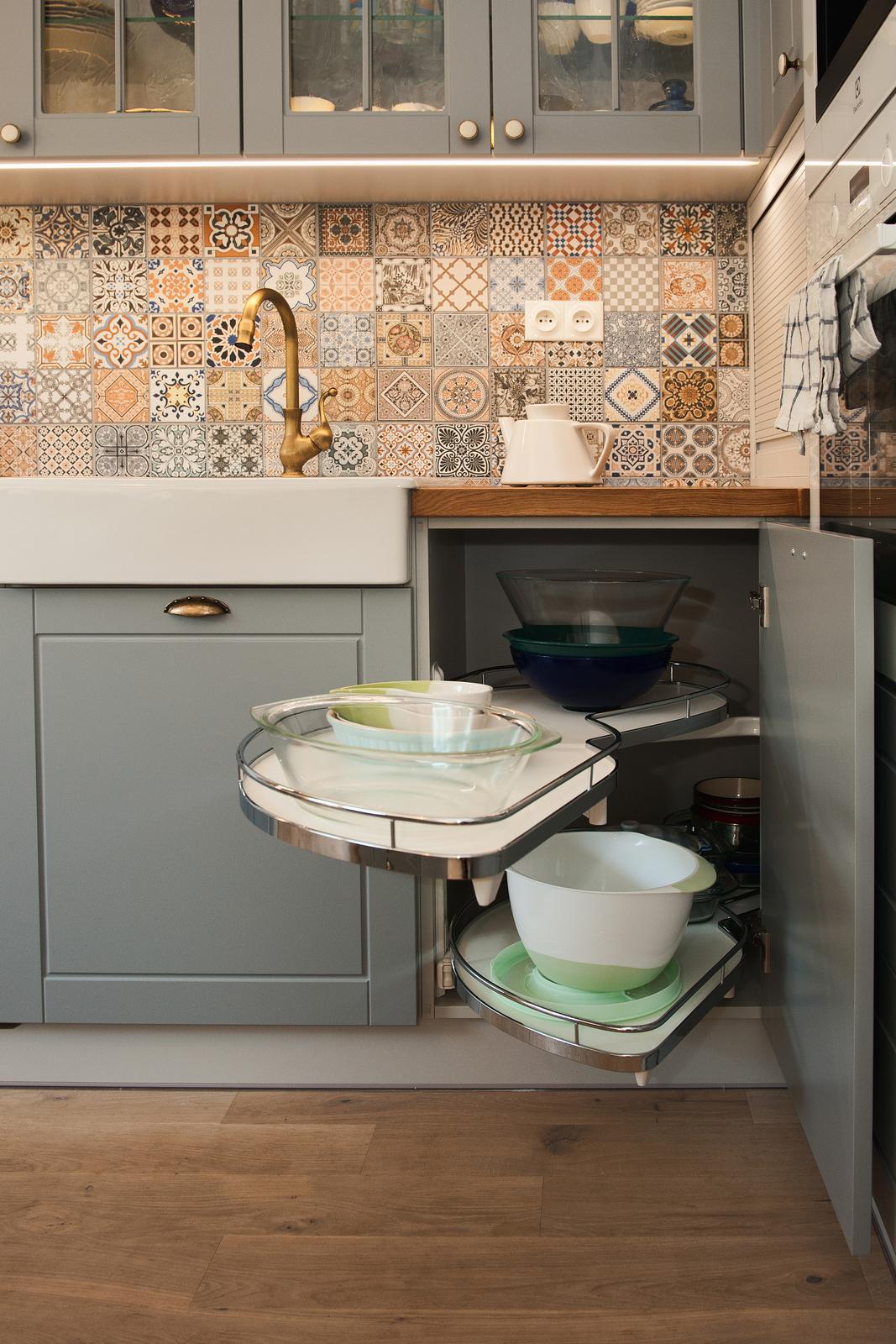 Vidiecka kuchyňa šedá - výroba, montáž a finálne osadenie - Obrázok č. 14