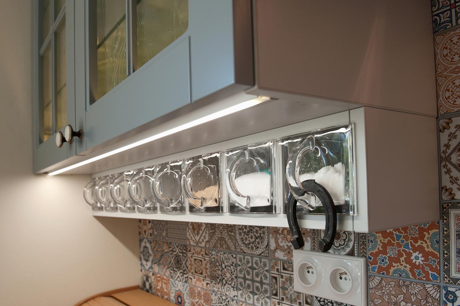 Vidiecka kuchyňa šedá - výroba, montáž a finálne osadenie - Obrázok č. 16