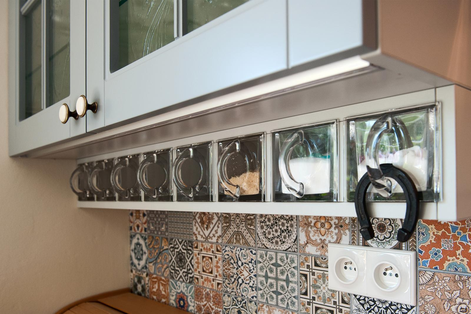 Vidiecka kuchyňa šedá - výroba, montáž a finálne osadenie - Obrázok č. 17
